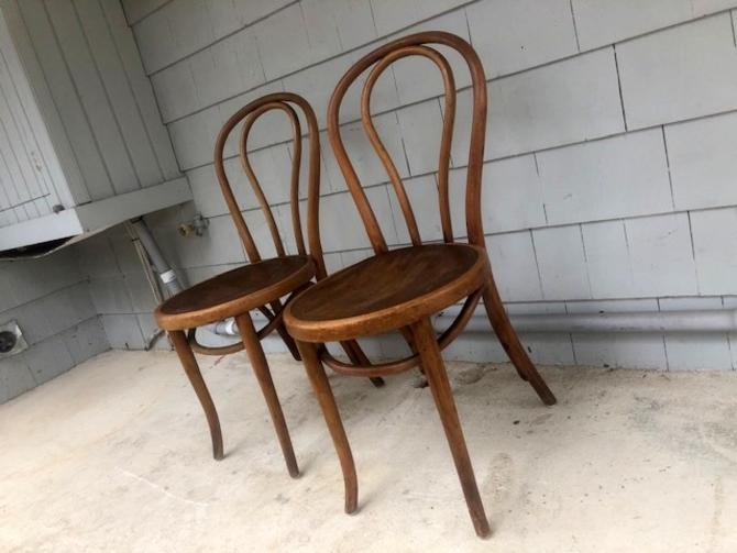 Pair of Thonet Bentwood Chairs with Embossed Seats
