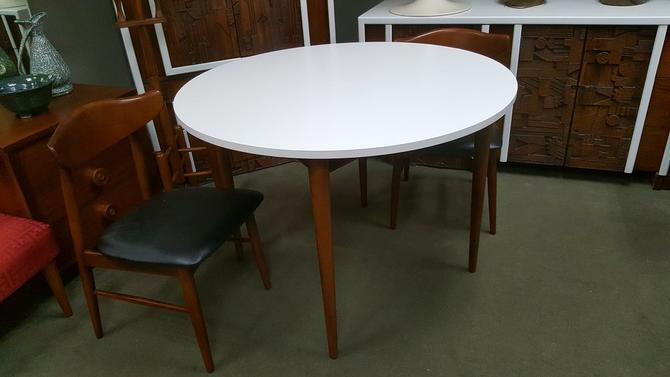 Mid Century Modern Round Dining Table With White Top By Baumritter