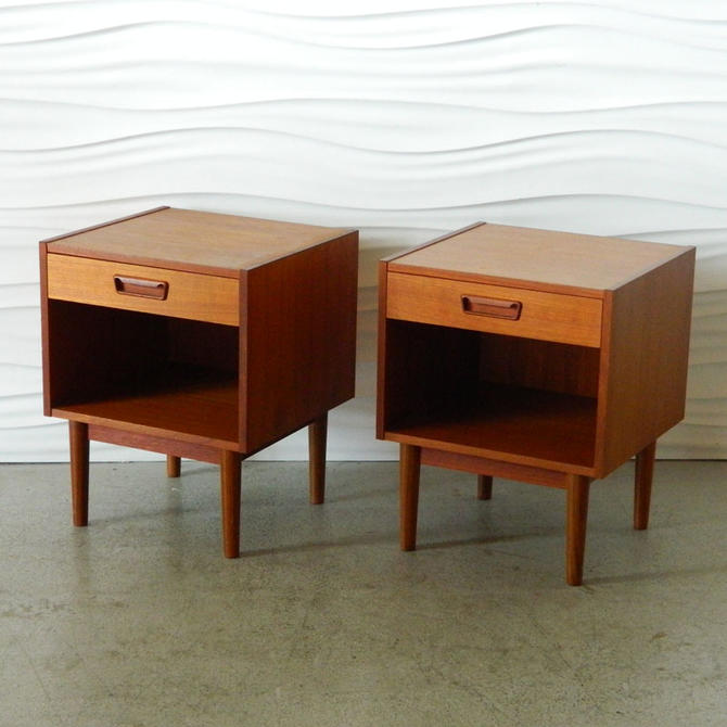 HA-17098 Pair of Scandinavian Teak Nightstands