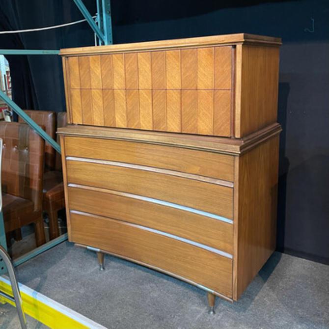 Unagusta High Dresser