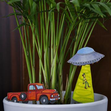 Fancy Plants UFO Abduction Diorama Kit
