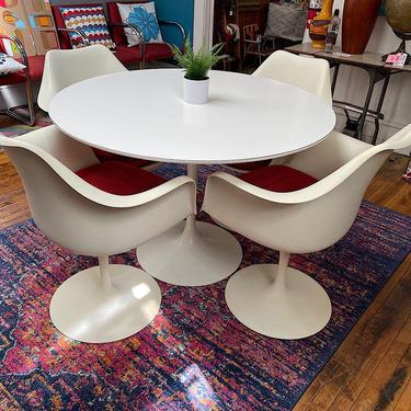 Original Vintage Saarinen Tulip Table & 4 Swivel Chairs for KNOLL