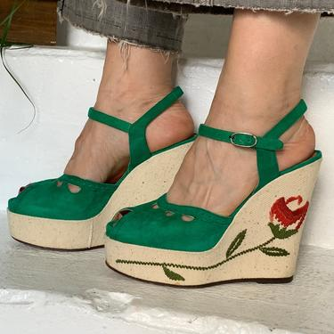 1970s Green Suede Platforms Embroidered Roses Made In Italy Size 6 36 by AmalgamatedShop