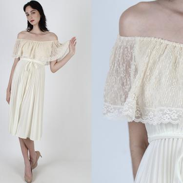 Sheer Lace Capelet Bodice Dress / Vintage 70s Plain Ivory Off Shoulder Party Dress / Simple Pleated Skirt Disco Wedding / Solid Color Midi by americanarchive