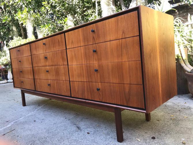 Mid Century Modern Milo Baughman Arch Gordon 12 Drawer Walnut Dresser Restored. FREE Continental us Shipping by ModernFlamingo