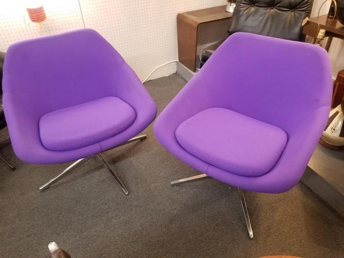Vintage Mid Century Modern Overman Styled Pair of A640 Iris Medium Swivel Pod Chairs by Allermuir