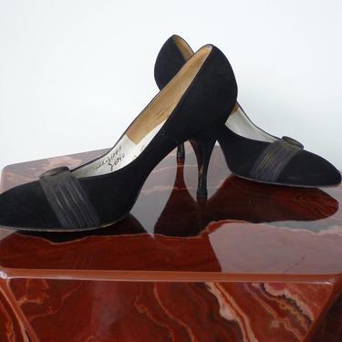 50s Shoes Bombshell Black Velvet Stiletto Pumps by Julianelli by LavenderJosephine
