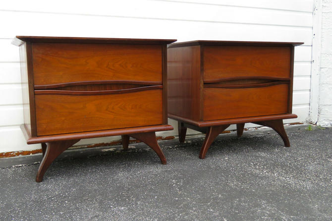Mid Century Pair of Nightstands Side End Tables 1267