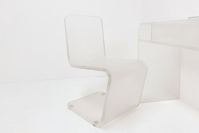 Lucite Z Chair by BetsuStudio