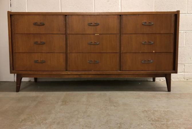 #572: Bassett Triple Dresser