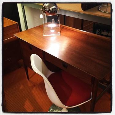 Midcentury Modern Desk, Saarinen Chair, Sonneman Lamp
