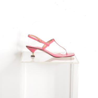 Vintage 1960s Shoes / 60s Kitten Heel Thong Sandals / Pink ( size 7 ) by lapoubellevintage