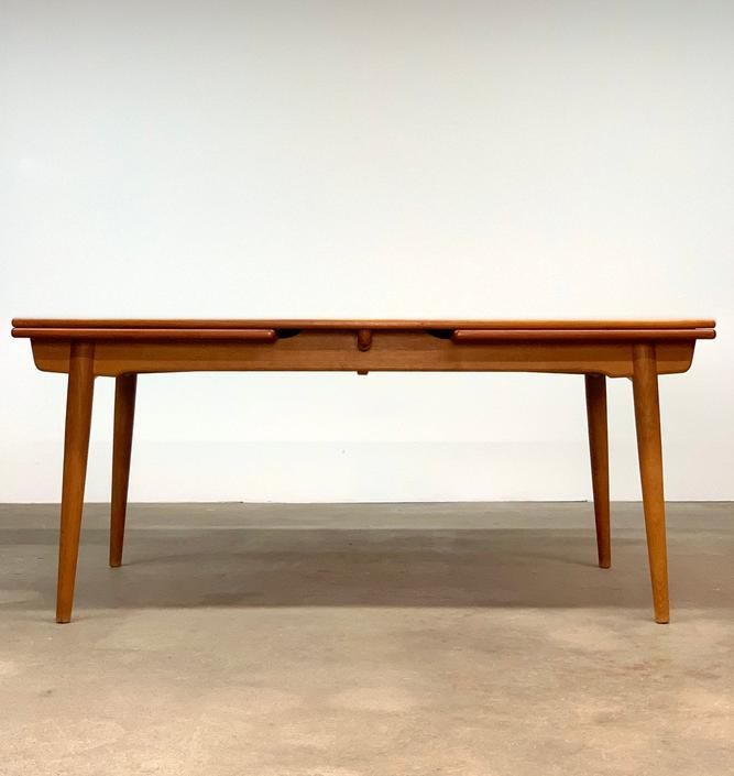 Hans Wegner AT-312 Dining Table by midcenTree