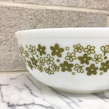 Vintage Pyrex Bowl Retro 1970s Spring Blossom Pattern + #404 + Size 4 Quart + White + Green Ceramic + Mixing or Nesting Bowl + Kitchen Decor by RetrospectVintage215