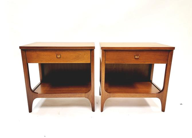 Broyhill Brasilia Pair of Nightstands