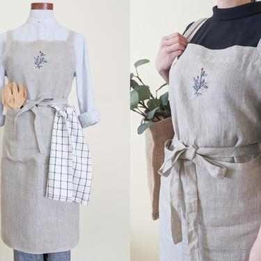 Linen apron with pockets, Hand embroidered aprons, Cross back aprons with ties, Mothers day gift from daughter, Kitchen gift for mom grandma by APattesDeVelours
