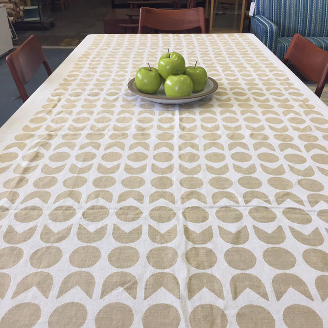 HA-12425 Vintage Reversible Tablecloth