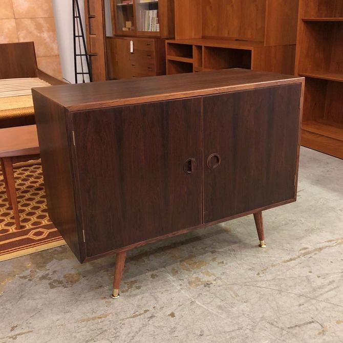 HA-18242 Rosewood HG Cabinet on Legs