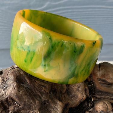 Vintage Wide Chunky Bakelite Bangle Bracelet Green & Butterscotch Swirl by DeborahsAntiques