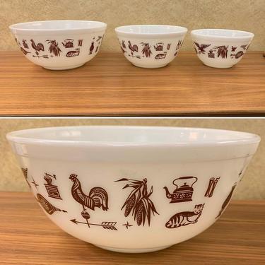 Vintage Pyrex Bowl Set – Cat & Rooster Pattern