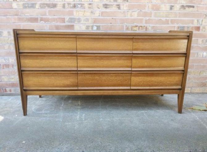 United Mid Century Modern Dresser by BigWhaleConsignment