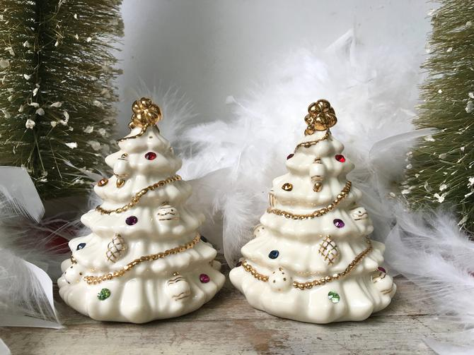 Vintage Lenox Christmas Tree Salt And Pepper Shakers Jewels Of Christmas Off White Christmas Trees With Gold Garland By Luckduck From Luckduck Of Atlanta Ga Attic