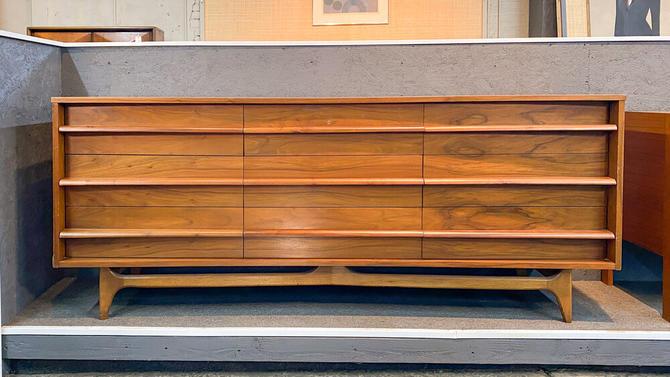 United furniture curved front triple dresser