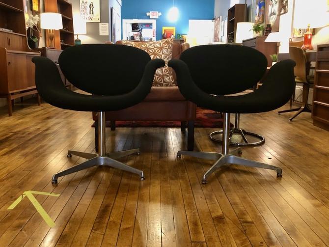 Pair of Vintage Pierre Paulin Swivel Tulip Chairs