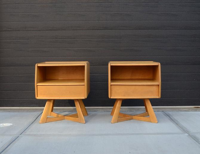 pair of vintage Heywood Wakefield Sculptura nightstands by fingerlickingvintage