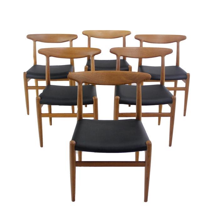 Set of Six Classic Scandinavian Modern Oak Dining Chairs Designed by Hans Wegner