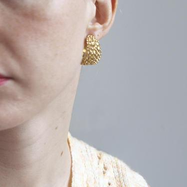 Textured gold tone hoop clip on earrings by EELT