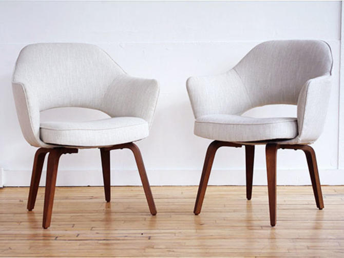 Pair Saarinen Executive Chairs Wooden Base