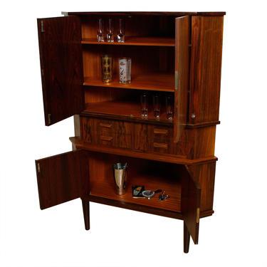 Danish Modern Rosewood Locking Corner Bar Cabinet w: Drawers