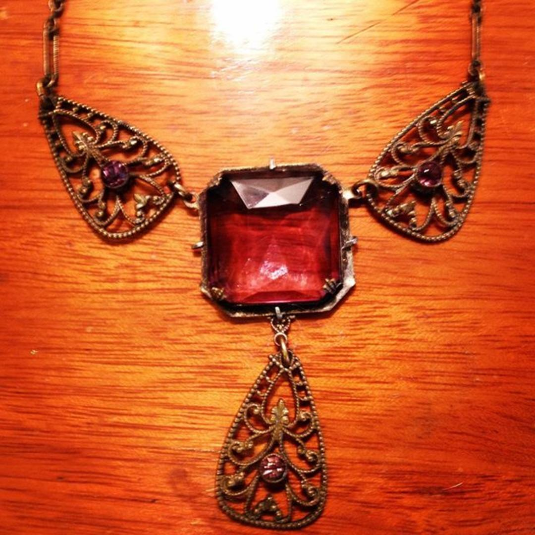 1920 S Glass And Metal Necklace Decojewelry