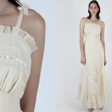 Vintage 70s Boho Wedding Dress / Long Bridal Shoulder Ties Dress / Simple Plain Ivory Floral Lace Garden Bridal Maxi Dress by americanarchive
