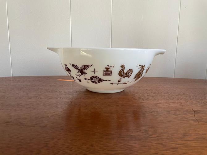 Vintage Pyrex Nesting Cinderella Bowl 443 2.5 QT, White and Brown American Heritage Eagle Pattern, Retro Kitchen by BlackcurrantPreserve