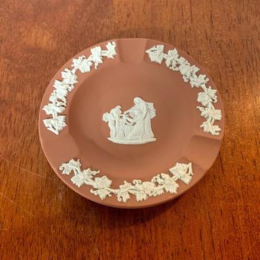 Vintage Wedgwood Cream on Terra Cotta Jasperware 3 Slot Ashtray Cupid Oracle by OverTheYearsFinds