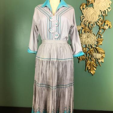 1940s patio set, skirt and blouse, vintage 40s 2 piece set, accordion pleat, size medium, ric rac trim, gray and turquoise cotton, 27 waist by BlackLabelVintageWA