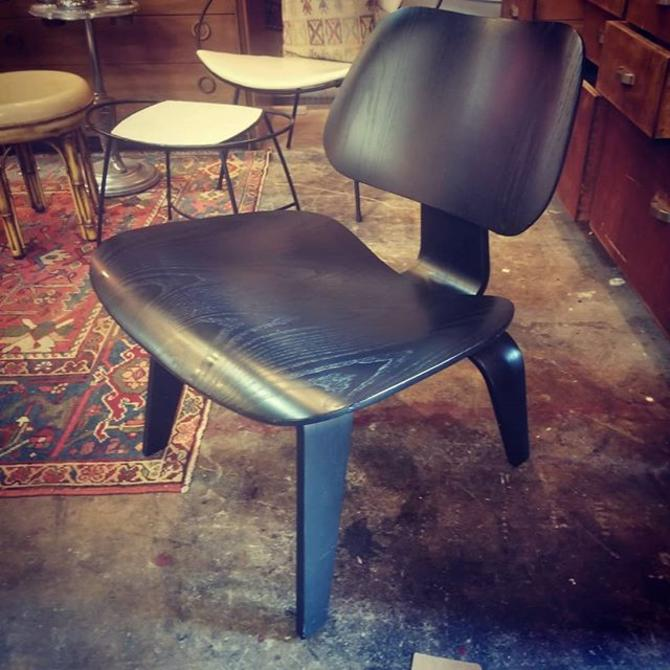 Herman Miller Ebony Eames Molded plywood lounge Chair