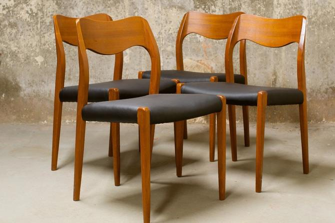 Niels Moller Model 71 dining chairs by QueensMCM