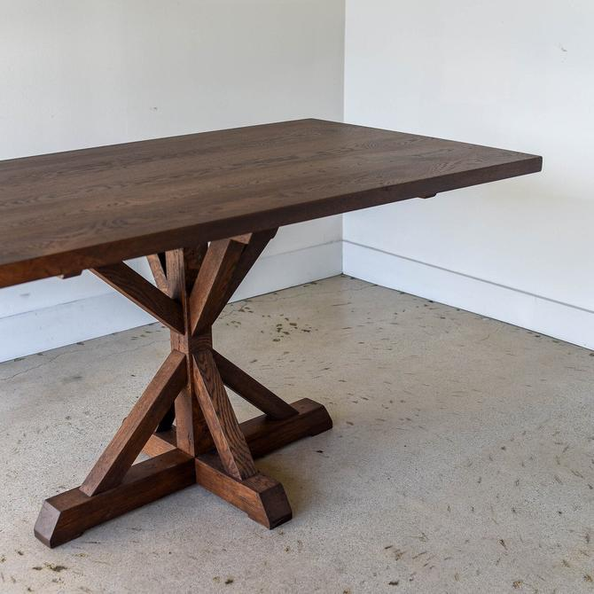 Modern Pedestal Dining Table by wwmake