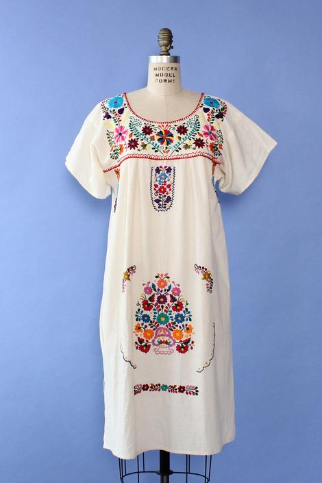 Floral Embroidered Everyday Dress S/M