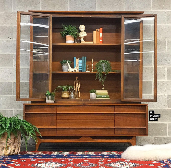 NJ PICKUP ONLY ———— Vintage Young Manufacturing China Cabinet by RetrospectVintage215