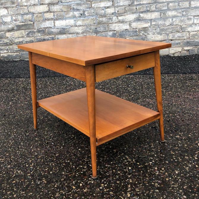 Paul Mccobb Planner Group Model 1587 End Table