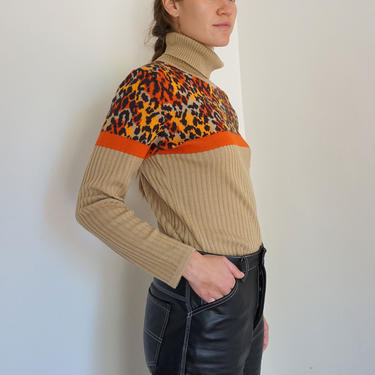 1980s Mondi Leopard Print and Camel Virgin Wool Turtleneck Sweater Knit Color Blocked Ribbed Minimal Cheetah XS S 70s by backroomclothing