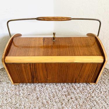 Mid Century Sewing Box, Vintage Sewing Basket, Knitting Storage, Crochet Storage, Mid Century Accordion sewing box, Vintage Sewing Box by dadacat