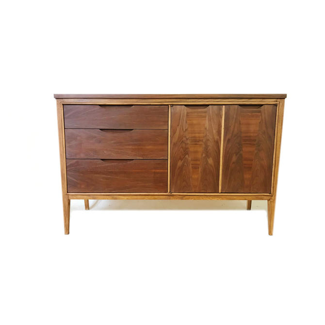 Vintage MCM Buffet In Wood by minthome