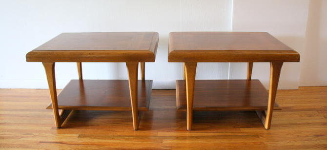Mid Century Modern Pair of Side End Tables by Lane