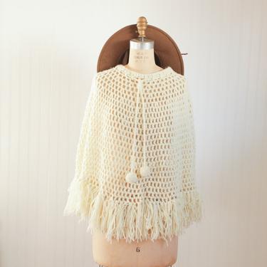 vtg cream crochet poncho with pom poms | one size by foganddriftwood