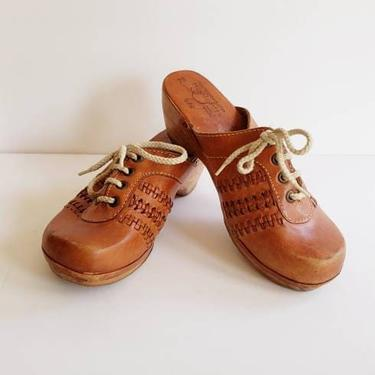 1970s Wooden Clogs Woven Brown Leather by HIghlights / 70s Hippie Boho Mules Slides Lace Up Fronts Brazil / 7B / Fernanda by RareJuleVintage